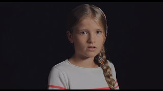 Dit meisje overleefde een auto-ongeval / This little girl survived a car accident