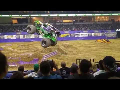 Grave Digger tears up PPL Center in Allentown, PA - 4/1/2016