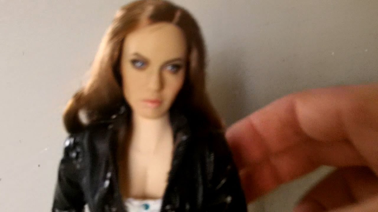 angelina jolie - hot toys action figure - youtube