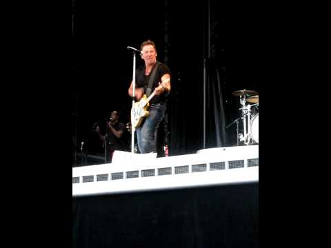 Bruce Springsteen-  Tampere 2009-06-02 - Because the night (only 40 sec)