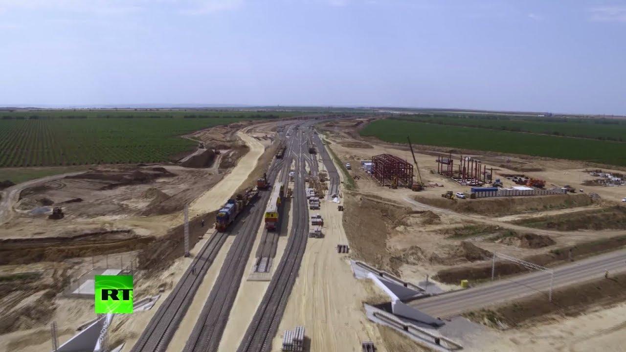 Видеокадры с беспилотника: укладка железнодорожных путей к Крымскому мосту