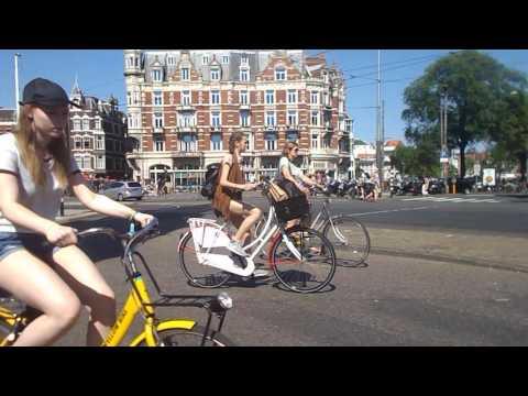 Straatbeeld Muntplein Amsterdam