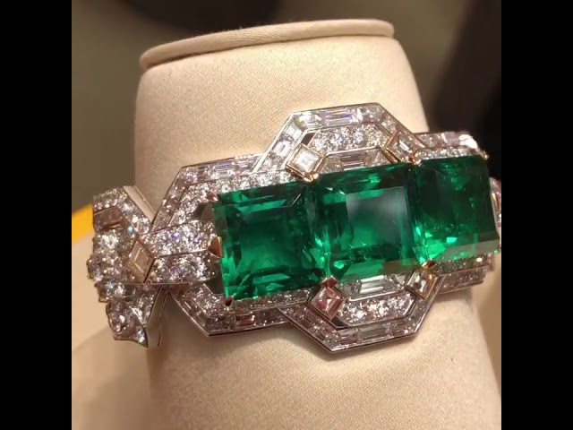 Wonderful Van Cleef emerald bracelet