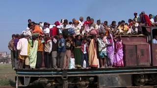 バングラデシュの電車が屋根まで超満員で「超スゴい」/「超スゴい イオンモール ブラックフライデー」プロモ映像 イオン ブラックフライデー 検索動画 25