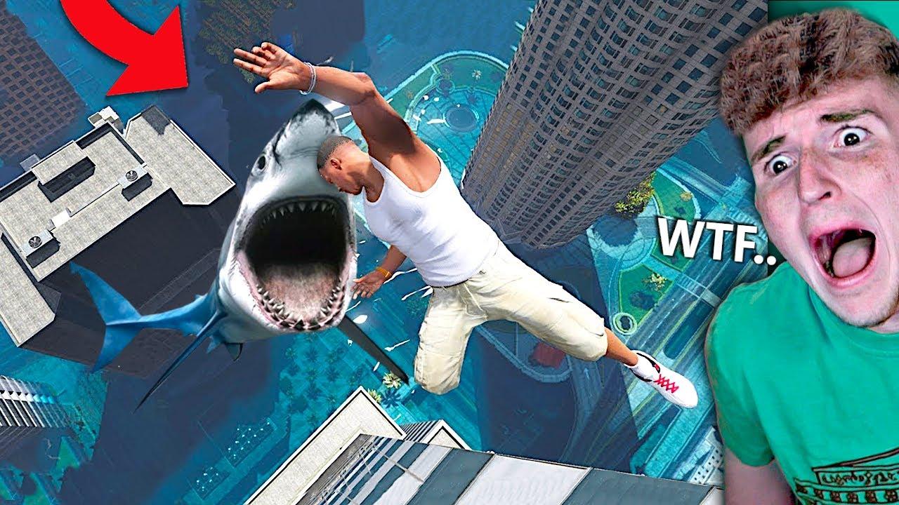 Scary Megalodon me come en GTA 5 .. (Mods de GTA 5) + vídeo