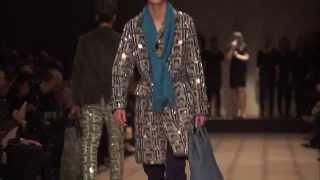 Rhodes Performs 'Close Your Eyes' Live at the Burberry Menswear Spring/Summer 2016 Runway Show