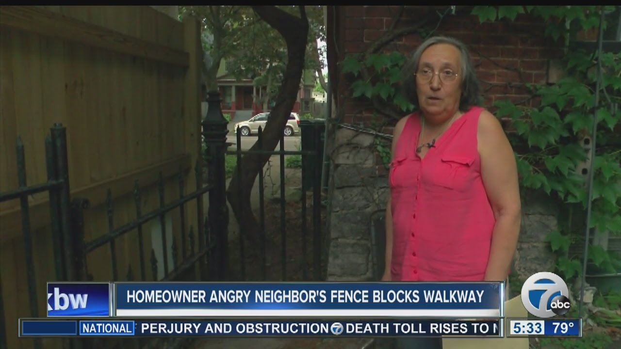 Homeowner angry neighbor's fence blocks walkway