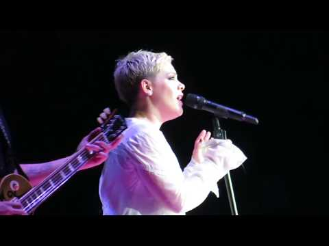 PINK - 09 - Audience Member Sings & Pink sings Barbies - Vancouver 2018
