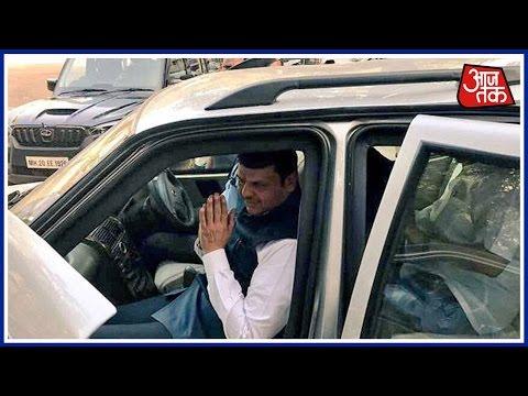 Mumbai 25 khabare: CM Devendra Fadnavis Removes Lal Batti From His Car
