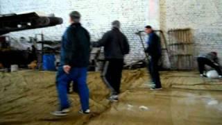 работают грузчики на складе сахара(Приёмка сахара песка с упаковки в штабель..это моя смена., 2011-04-30T18:26:19.000Z)