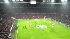 Bayern München vs. Borussia Dormund (DFB-Pokal Viertelfinale) - Einlauf der Mannschaften