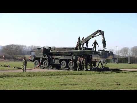 Bundeswehr Manöver Tough Sapper 2013 im Weserbergland Raupe fährt sich im Schlamm fest, Panzer
