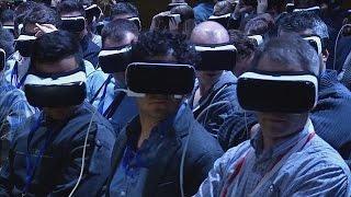 Repeat youtube video La réalité virtuelle s'invite au Mobile World Congress de Barcelone - hi-tech