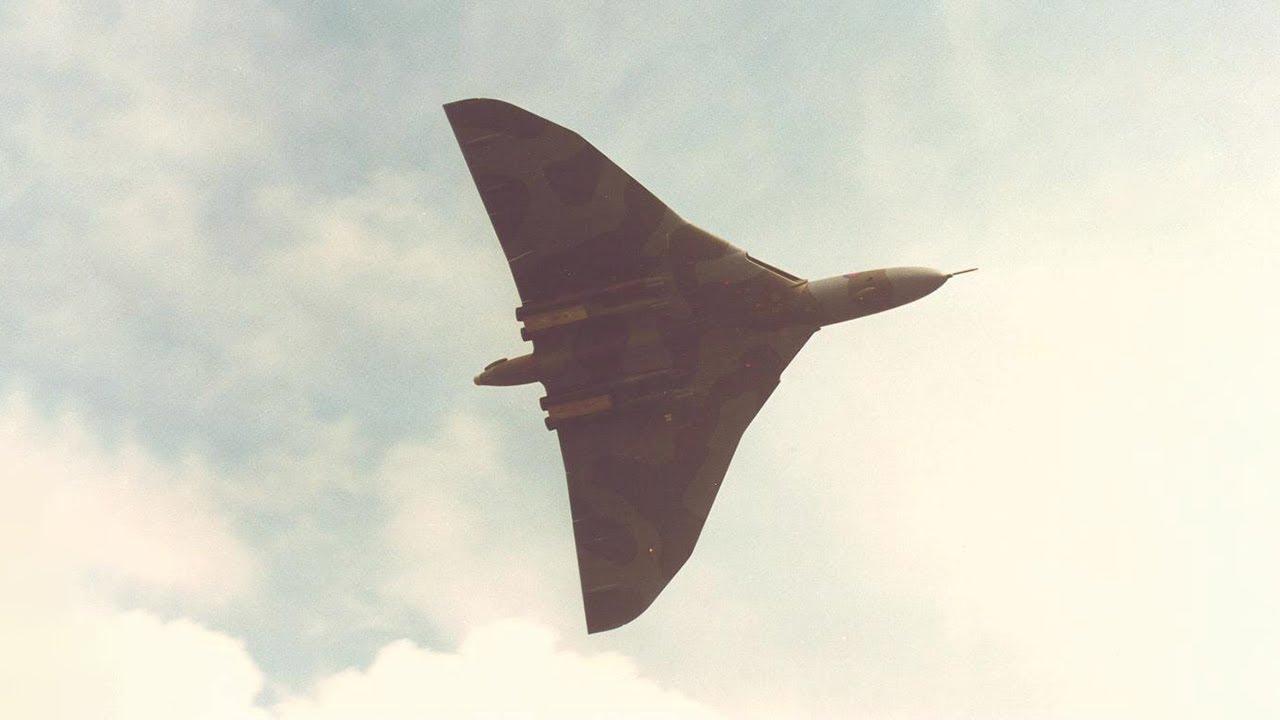 Vulcan Bomber Disintegrates on Camera