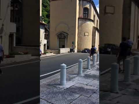 Pullman incastrato a Serravalle, traffico bloccato