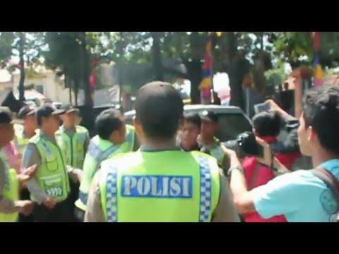 Unjuk Rasa Menolak Hasil Pilkada Cirebon Ricuh