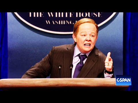 Melissa McCarthy's Sean Spicer on SNL Is Tragic Perfection