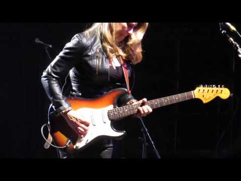 Tedeschi Trucks Band - The Sky Is Crying - Susan's solo (Halifax, 21 November 2013)