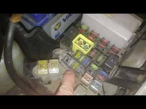 Рукожоп ТВ. Не работает розетка прикуривателя в подлокотнике и багажнике Pajero 3