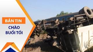 Tàu hoả đâm xe tải, ít nhất 3 người chết | VTC