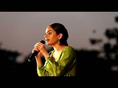 Rowdy Baby Singer Dhee Live Performance At Salem Sona College