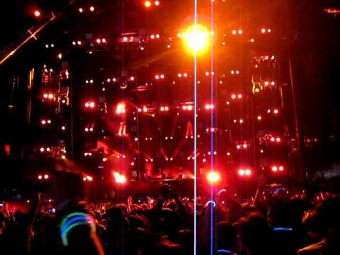 Avicii - Enough is Enough @ EDC 2011