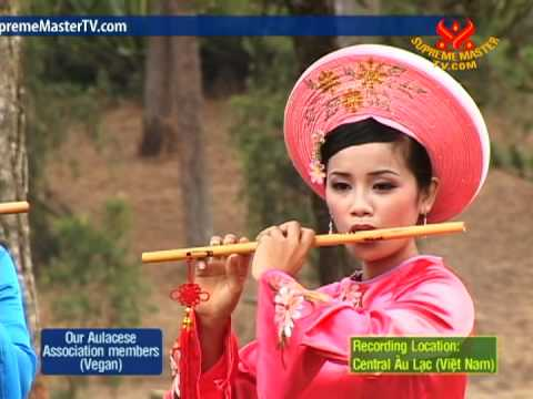 Aulacese (Vietnamese) Traditional Crown-like Hat (In Aulacese)