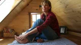 Tiny house hero Dee Williams on her book tour, happily meeting