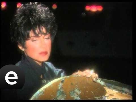 Sorma Ne Haldeyim (Ayşegül Aldinç) Official Music Video #sormanehaldeyim #ayşegülaldinç - Esen Müzik