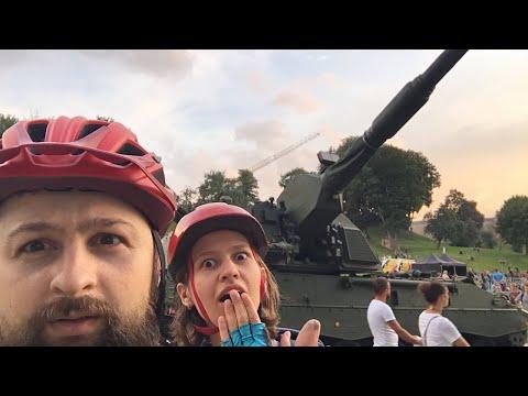 Что делает танк в центре Вильнюса?