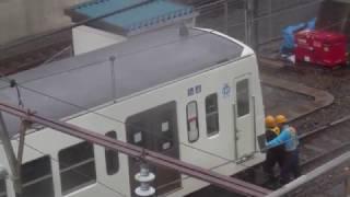西武鉄道甲種輸送 機関車を切離しハプニング?発生を撮影してみた
