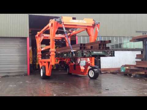 Combilift Straddle Carrier with Zero Swing Platforms
