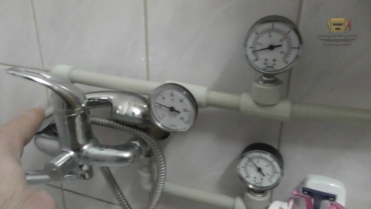 В трубе с холодной водой оно всегда ниже, чем в другой.