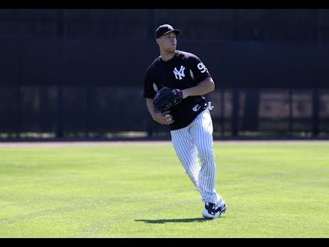 Yankees' Aaron Judge, Clint Frazier toss at spring training thumbnail
