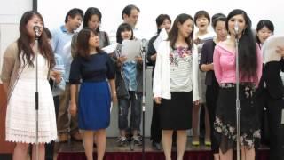 بالفيديو| طالبات يابانيات يغنون