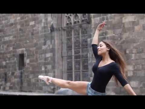 Ballerina takes over Barcelona | Sodaberry