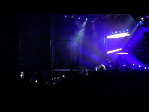 Guns N' Roses -  Richard Fortus Guitar Solo + Live and Let Die @ Sofia, Bulgaria 07/08/2012
