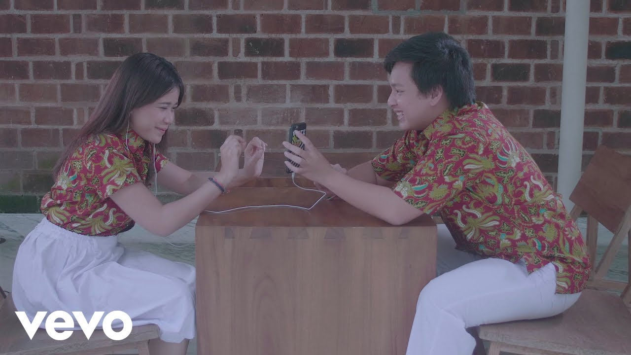 ***** Arsy Widianto, Brisia Jodie - Dengan Caraku (official ***** Video) *****