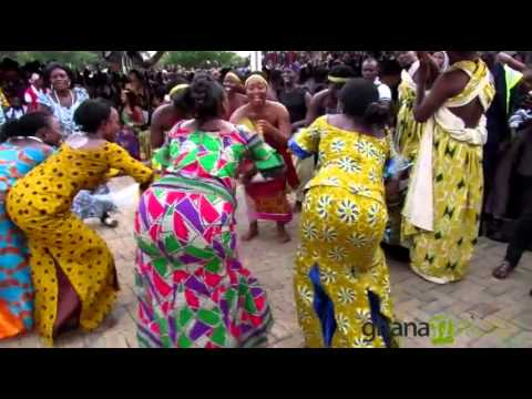 Ghana Dance Essemble doing the Boboobo dance