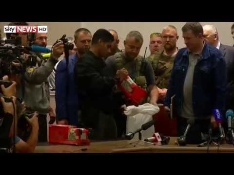 Rebels Hand Over MH17 Black Boxes - 22/07/2014