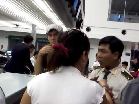 Jetstar Saigon-Singapore delayed for nearly 24 hours- service sucks 03