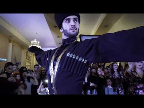 Красивейший танец жениха и невесты.В молодых полетели доллары.Кавказская свадьба.Подписывайтесь