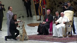 Thế Giới Nhìn Từ Vatican 16 – 22/06/2016:  Ngày Năm Thánh của dân xiệc