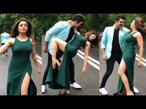 Neha Pendse Hot Dance In Slit Dress thumbnail