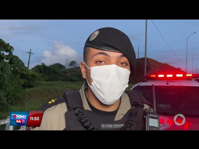 Soldados do exército caem da moto na BR-101 e são atropelados por caminhão - O Povo na TV