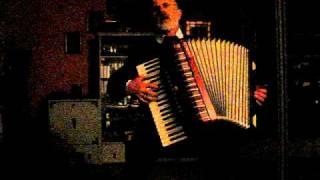 Na   sopkach  Mandżurii  -  gra i śpiewa - Miecio