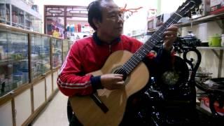 Hát mừng anh hùng Núp: Biểu diễn Guitar Hà Ân