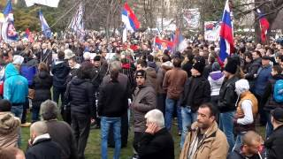 ЗАВЕТНИЦИ - (АНТИ-НАТО протест. Пола сата до почетка скупа! Почетак окупљања родољуба!)