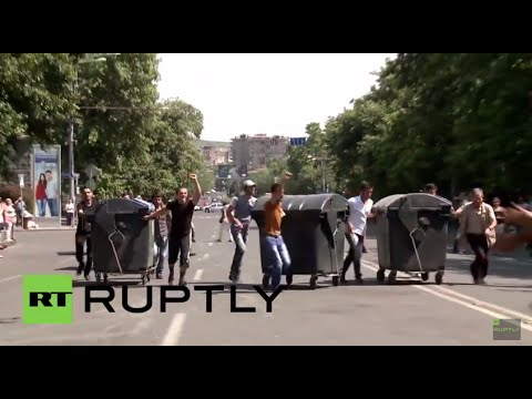 Armenia: Protesters Get Dirty As BINS Block Yerevan's Baghramyan Avenue