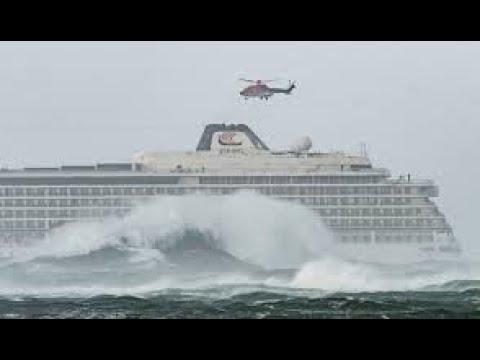 Пассажирский Круизный Лайнер попал в 12 бальный шторм! Cruise liner hit 12 ball storm!